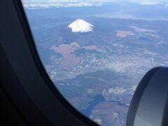 富士山がこんな角度で見えました。やっぱり美しいですね。