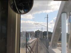 坂元駅。 高架の1線1面とこじんまりとしています。