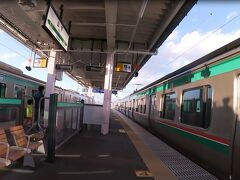 6分の乗車で次の目的地、山下駅へ。 山下駅は高架1面2線の島式ホーム。列車交換が出来るほか、この駅での折り返し列車も設定されています。 ちょうど上り列車と交換します。