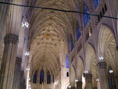 セントパトリック大聖堂  1888年竣工の大きな教会で、ネットで調べると着工から約30年の年月をかけて完成した建物だ。  パリのノートルダム大聖堂でも驚愕を受けたが、タワークレーンなどのない時代にこれだけ天井が高くアーチ状の石造りの建物を造ったものだと・・・