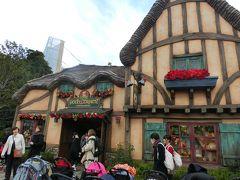 プーさんのお店もクリスマス