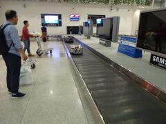 JL79便 5:50タンソンニャット空港着 祝!初荷物先頭です(笑)