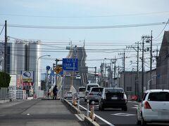 「ベタ踏み坂」で有名な江島大橋。 でもここからだとそんなに急こう配には見えません。 CMやポスターのように撮るには別の場所に行かなければならないようです。