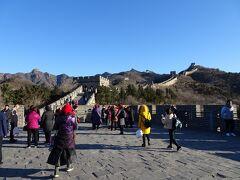 登城口から南北両側に長城が延びていますが、まずはメジャーな北側へ。