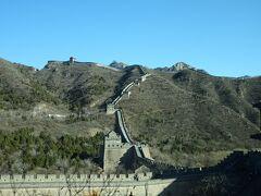 途中、別の長城が見えました。地図によると「居庸関長城」のようです。