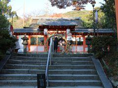 宇治神社です。 小ぢんまりとした神社です。 わら?でこさえた輪は「知恵の輪」と書いてありました。 この年でもう頭脳がどうなるとかは期待できませんが・・・。