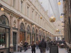 歩いてすぐのギャルリー・サンチュベールへ。 綺麗なアーケードの中に色々なお店が入っています。