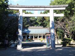 宮崎神宮の境内といってもいい場所に宮崎県護国神社がある。