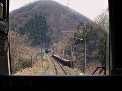 ・上戸駅~関戸駅間  臨時駅・猪苗代湖畔駅を通過します。 ※2007年(平成19)度以降は営業休止。