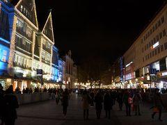デパートの「Oberpollinger」も電飾やライトでキレイ(#^^#) この辺りから屋台があり、美味しそうな香りがします♪