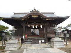 で、展望台から琴弾八幡宮へ。言い伝えでは703年にその起源をさかのぼるという由緒ある神社