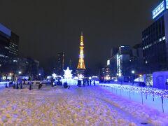3丁目 大通公園では、第37回ホワイトイルミネーションと第16回ミュンヘン・クリスマスin Sapporoが行われていたので、食後の散歩