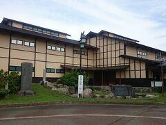 塩沢宿の無料駐車場の近くには、こちらの《鈴木牧之記念館》がありました。