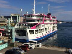 船好き夫婦としては船旅は欠かせません。  周遊券で乗れるよりみちクルーズに無事乗船できることに。  桟橋から見た船。