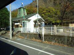わたらせ渓谷鉄道の終点・間藤駅。 今ここで降りても接続がよくないため、ひとまず通り過ぎる。
