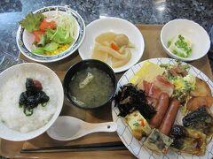 朝食はホテル1階にあるレストラン愛かなでバイキング。バランス良く美味しくいただきました。 鶏飯もありましたが、昨晩いただいたのでいただきませんでした。