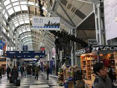 トランジットのシカゴオヘア空港です。  シカゴORD発10:25 NRT着14:45+1 NH11