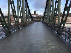 そのアイゼルナー シュテグ (鉄の橋)を渡り、再び川の対岸へ。