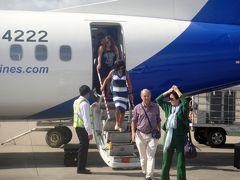フライト僅か1時間でルアンパバーン国際空港着。また飛行機の○門から降ります。