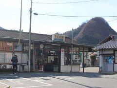 高崎駅から約1時間で終点の下仁田駅。  なかなか風情のある駅です。  この下仁田周辺が「下仁田ネギ」と呼ばれるネギの名産地です。
