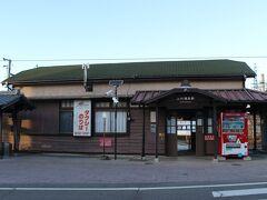 さらに高崎に向かって上州福島駅で下車。  昭和の風情を残した駅です。   「鉄子の旅」という漫画があります(アニメ化もされました)  日本中の駅に乗り降りしたという究極の鉄道オタクに売れない女性漫画家さんがあちこち連れまわされる旅行まんが(ギャグ漫画?)ですが、その主役の鉄道オタクの横見氏が最後に下車したのがこの駅で、その世界ではちょっと有名な駅。
