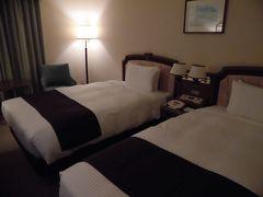 ホテルは北口の北大近くにある「ホテルマイステイズ札幌アスペン」です。 いつもビジネスホテルばかりのわたしには、 かなりよいランクのホテルだと感じました。 シーズンオフは、 こういったホテルも破格値で宿泊できてうれしいです。 広々として、隅々まで掃除の行き届いたホテルでした。