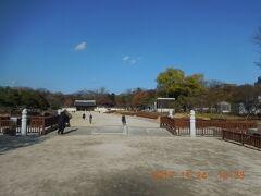 次の目的地は世界遺産の宗廟。広蔵市場から歩いて10分もかからず着きました。