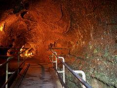 溶岩トンネル(Thurston Lava Tube)は歩きやすいように整備されています。 (現在は閉鎖?)