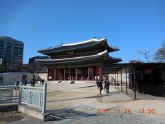 次の目的地はこちらも世界遺産の昌徳宮。宗廟から徒歩で10分程で着きました。 入場料は大人3000ウォン。