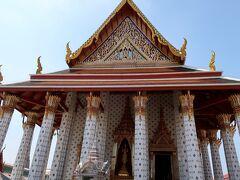 ワット・アルン=仏塔というイメージしかなかったのですが ここが本堂なのですね