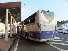 リムジンバスへ秋田駅へ。意外と寒くない、そして過去2回秋田市街地を12月に訪問した際は一面銀世界でしたが、今回は意外と雪がなかったです。秋田駅周辺の渋滞がひどいため、バスを途中下車して観光スタート。実は秋田市内は殆ど観光した事がなかったです。