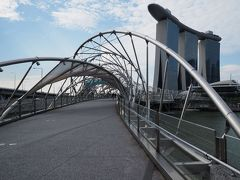 ヘリックスブリッジ  螺旋の造形の中を進みます。