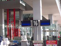 ほぼ時間通りに関西国際空港16番ゲートに到着。さぁ、乗り継ぎです!