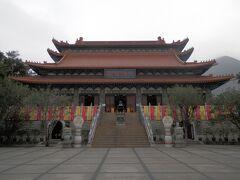 天壇大仏の近くに位置する寶蓮寺。寺の中は撮影禁止なので注意。