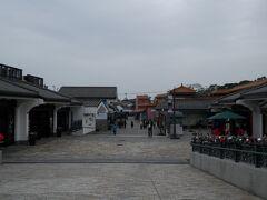 階段を下り昴坪市集を経由しながら昴坪駅へ。