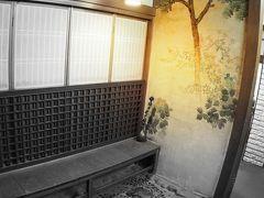【鯛よし百番、大正時代の置屋で、歴史を偲ぶ】  これは、家屋を再現したお部屋.......縁側を演出.....