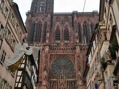 Cathédrale Notre-Dame de Strasbourg(ストラスブール大聖堂)  あーここ!ここ!という感じでよくガイドブックで見ていた光景がありました。