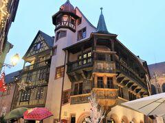 Maison Pfister(プフィスタの家)  16世紀に建てられた歴史ある建物で、壁や柱などに細かな装飾がされていてます。 コルマールは「ハウルの動く城」のモデル地とも言われていますが、冒頭のシーンでは、このプフィスタの家にそっくりな建物が出てきます。