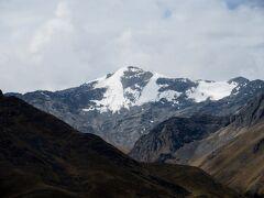 ララヤ峠から見た山の景色