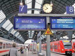 チェックアウトして、8時前に駅に到着。 8:10発ミュンヘン行きICは、すでに入線していました。