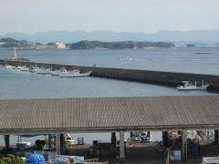 国道沿い、南部漁港が見える丘に建つ「もとや魚店」。  駐車場から太平洋が見渡せる眺望が素晴らしいです~。 鮮魚・干物販売と食事処なんですが、いわゆる観光客の為の魚屋ですね?…。 ここはパス!。