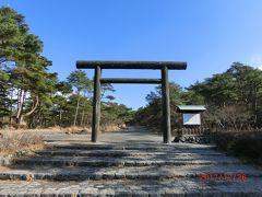 高千穂河原ビジターセンターの横には鳥居があり、 霧島神宮の古宮址がありました。 高千穂といい、霧島神宮といい、日本の生い立ちを感じるところです。 高千穂峰は高くはないが、方向によっては美しい姿を見せてくれます。