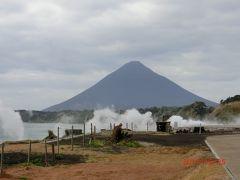 開聞岳 ヘルシーランドから地熱発電所を前に見た景色。