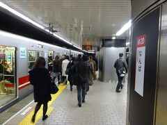 梅田、淀屋橋、本町、と乗り降りが特に多い駅を経由してなんば駅に到着。