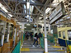 鳥居前駅から約7分で宝山寺駅に到着。