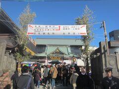 さて、こちら深川不動堂は先ほどの富岡八幡宮とは違い、そこそこ参拝客も多くいました。