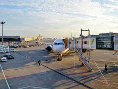 夕暮れ時の成田空港に到着しました。 767、ありがとうございました。しばしの休息の後、次はどこへ飛んで行くのかな?