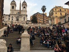 これまた有名なあそこです。スペイン広場。 まーーー人が多いこと! 階段見えません。笑  この周りがお店もたくさんあって一番繁華なところですね。