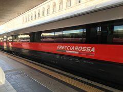 この日は、日帰りフィレンツェです。  フィレンツェまでは1.5h程度。 イタリア国鉄の特急?新幹線? フレッチャロッサで行きます。  テルミニ駅もスリとかジプシーに気をつけろ!って言いますが、 各ホームへ行く改札ができて、少し良くなったみたいです。