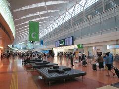 旅の始まりは羽田空港から。 今日から3泊4日の旅が始まります。  ではイミグレに…ではなく、ここは国内線。第2ターミナルです。 ここから新千歳行きの航空機に乗ります。